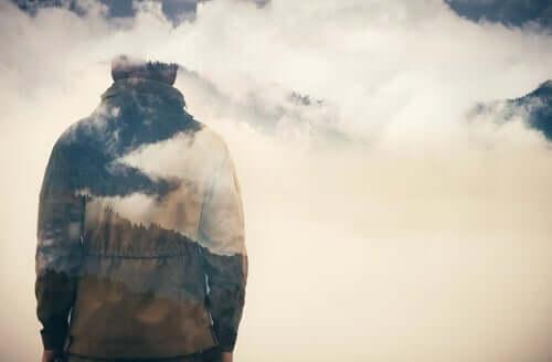 Osoba w chmurach