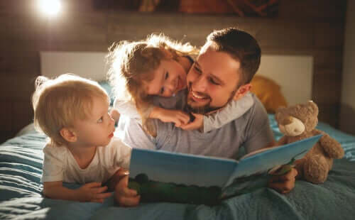 Dzieci przy książce