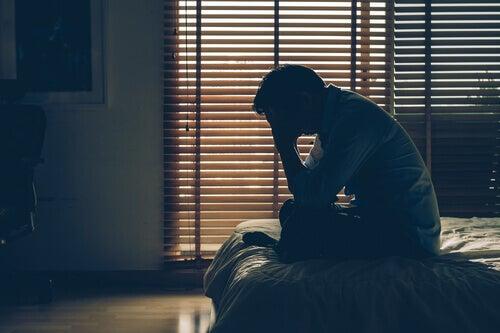 Zestresowany mężczyzna - napięcie finansowe