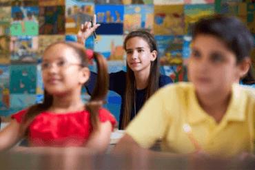 Dzieci w klasie, nauczyciel i różnorodność emocjonalna