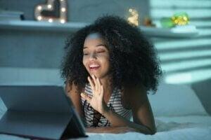 Przyjaźń przez internet: czy naprawdę może istnieć?