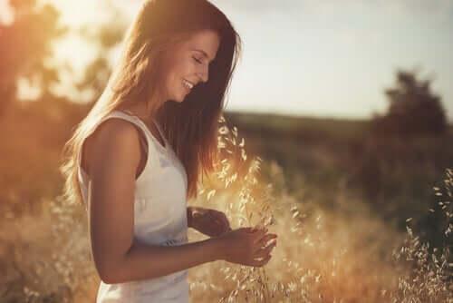 Kobieta w polu - jestem wdzięczna za wszystko