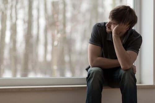Niezadowolony mężczyzna - ciągłe niezadowolenie