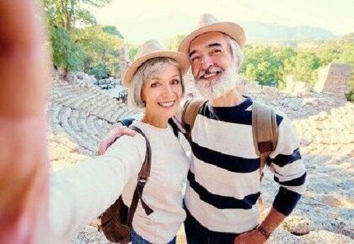 Osoby w wieku średnim są zazwyczaj najszczęśliwsze