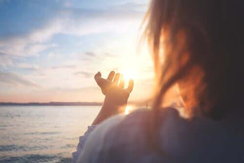 Słońce w dłoniach