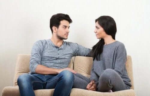 Rozmawiająca para - wielkie oczekiwania w związku