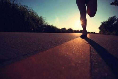 Biegacz trenuje do maratonu