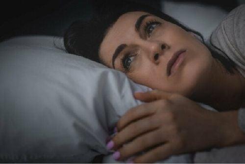 Brak dobrego snu może sprawić, że poczujesz się samotny