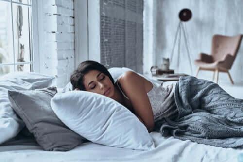 Sypialnia: jak ją urządzić, aby sprzyjała odpoczynkowi?