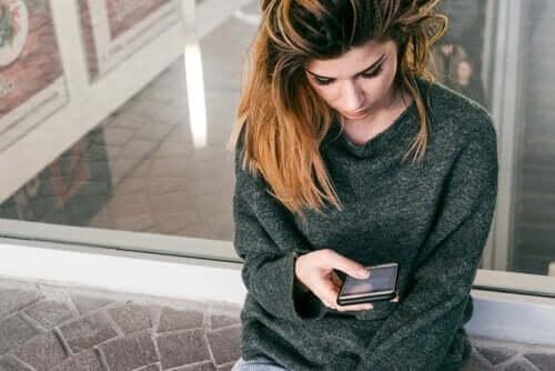Jak serwisy społecznościowe wpływają na poczucie własnej wartości?