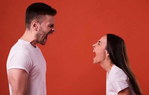Krzyczenie i proszenie, żeby na ciebie nie krzyczano