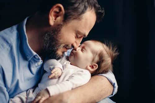 Bycie tatą powoduje zmiany na poziomie hormonalnym