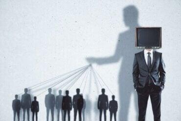 Propaganda polityczna: poznaj trzy taktyki