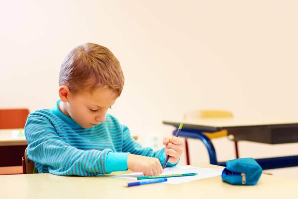 Dziecko przy odrabianiu lekcji