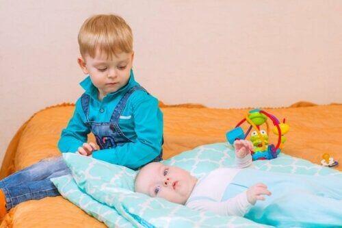 Dziecko z bratem