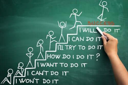 Jak radzić sobie z samokrytyką - ilustracja schodów do sukcesu
