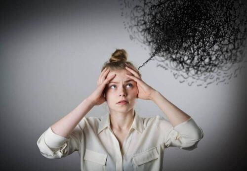 Kobieta ma mętlik w głowie