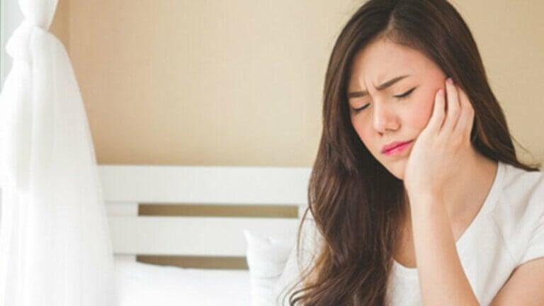 Jak powiązane są stres i zespół bolesnego stawu skroniowo-żuchwowego?