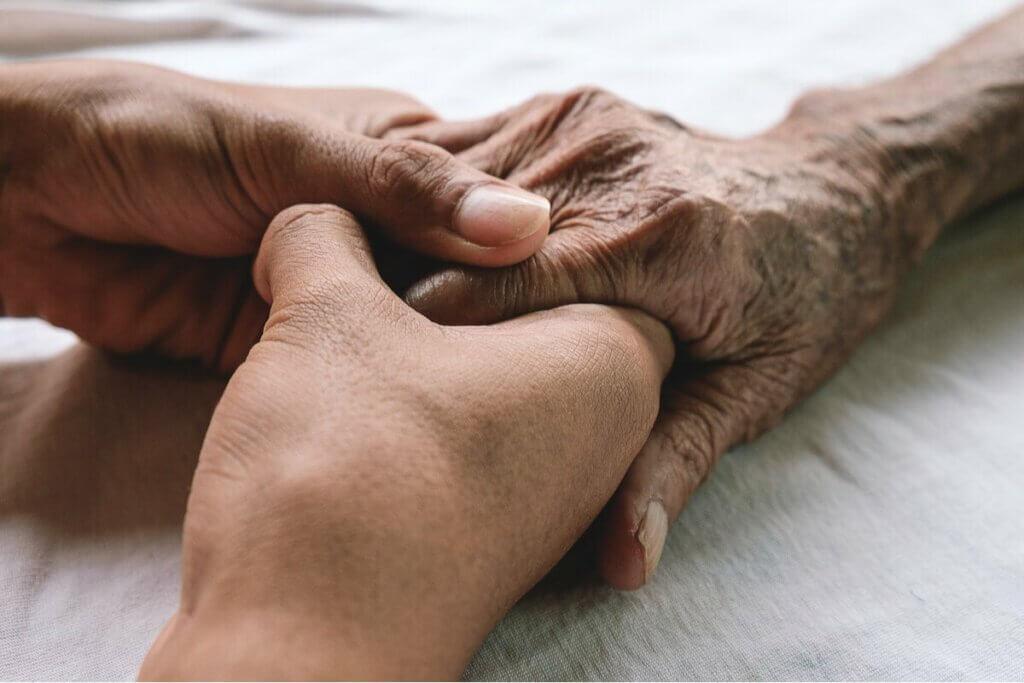 Dłoń osoby starszej