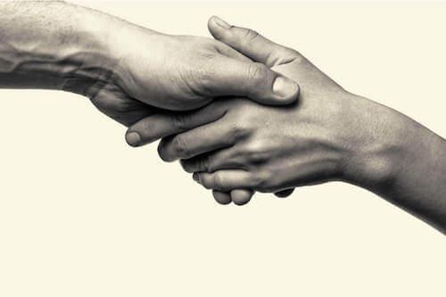 Złączone dłonie
