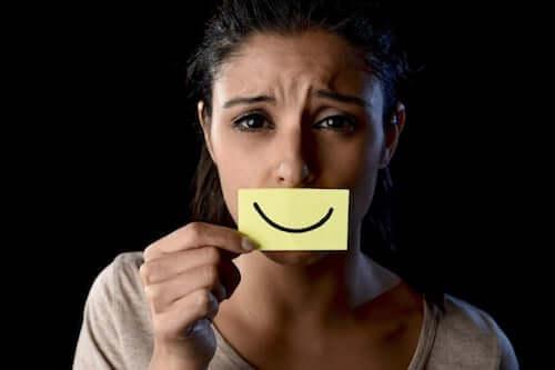 Przeciwko kulturze szczęścia: pozwól mi być smutnym