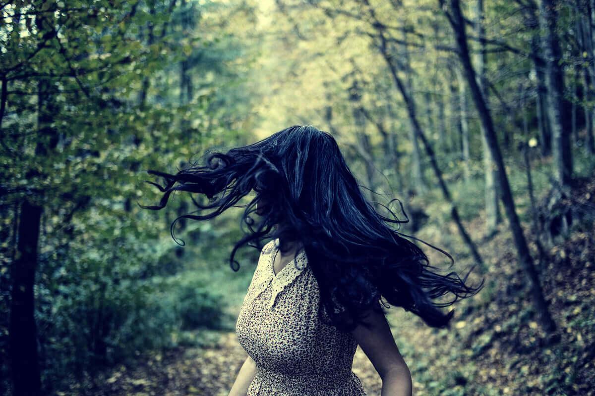 Uciekająca kobieta