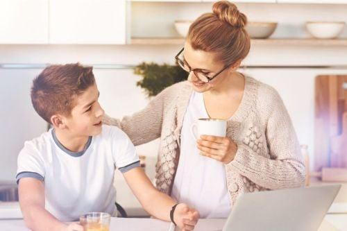 Mama chwali syna - pozytywne wzmocnienie