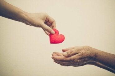 Pomagamy z empatii czy z niepokoju?