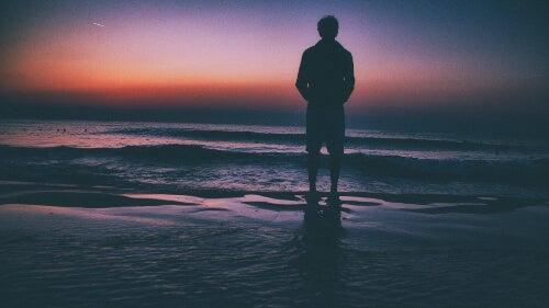 Mężczyzna nad morzem