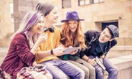 Późna adolescencja: coraz częściej występujący fenomen