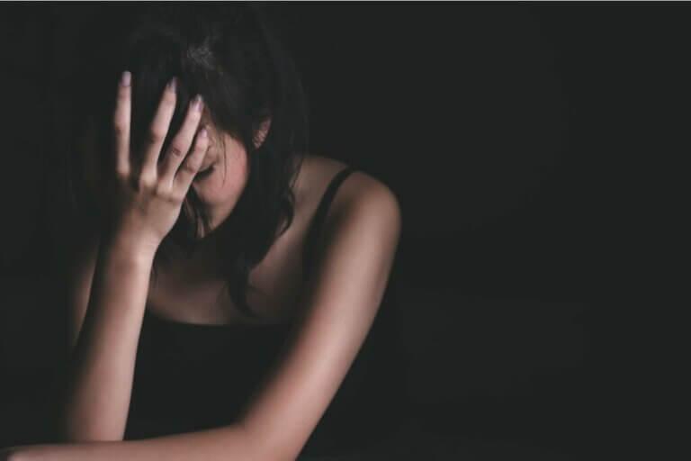 Kryzys emocjonalny: poznaj jego cztery główne etapy