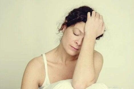 Kobieta odczuwa męczący niepokój