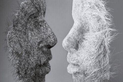 Dwie maski, biała i czarna, symbolizujące rózne osobowości