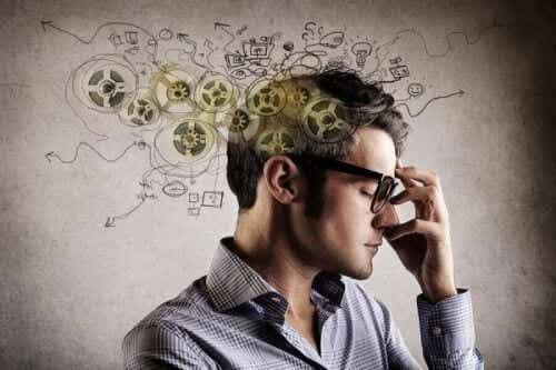 Efekt śpiocha: dlaczego wierzymy w fałszywe informacje