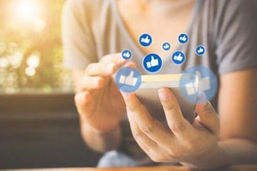 Kobieta lajkuje - influencerzy w internecie