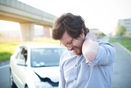 Uraz kręgosłupa szyjnego: objawy, przyczyny i leczenie