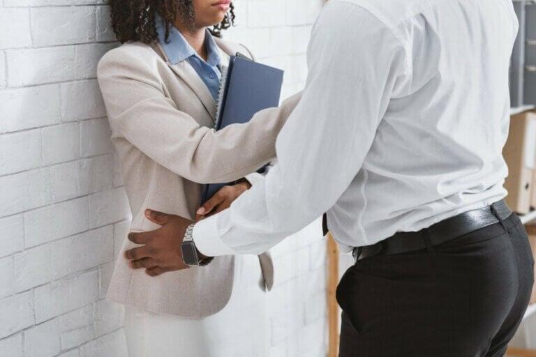 Molestowanie seksualne w pracy: co robić?