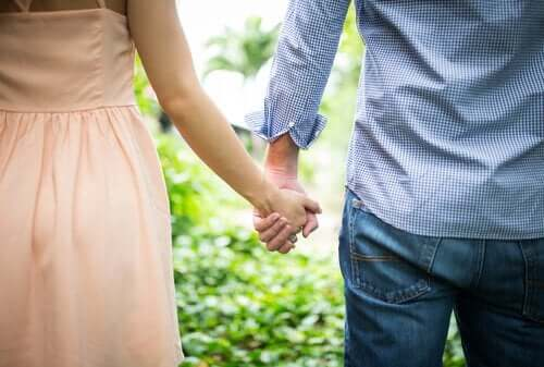 Zaangażowanie w związek: kochaj, nie kontroluj