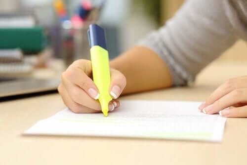 Podkreślanie ważnych informacji w notatkach do egzaminu