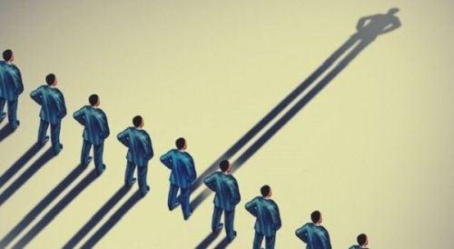 Fuzja tożsamości: tożsamość osobista a społeczna