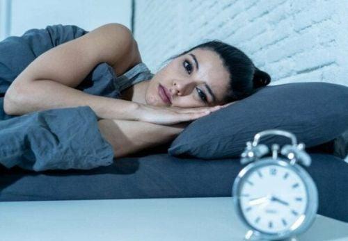 Przerwany sen jest bardziej szkodliwy, niż niedobór snu