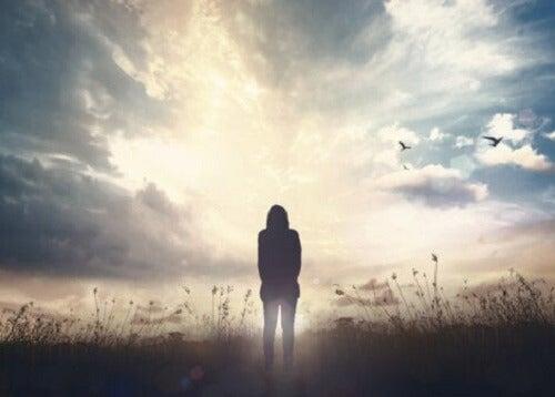 Kobieta na polu - wewnętrzny dajmon