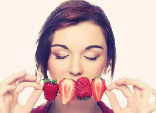 Uważne jedzenie: poznaj najważniejsze nawyki