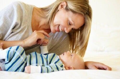 Mama z niemowlakiem - matczyna mowa skierowana do dziecka
