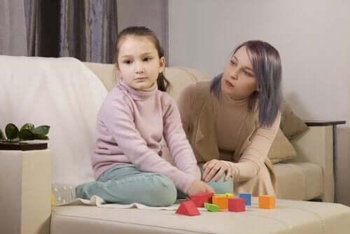 Mama z córką z autyzmem - jak nawiązać kontakt z osobą z autyzmem?
