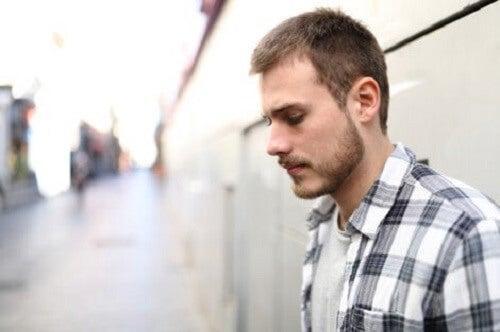 Smutny mężczyzna - Dlaczego czuję, że nikt się o mnie nie troszczy?