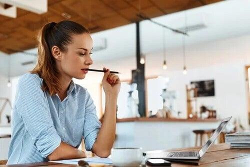 Praca i studia – wskazówki, jak pogodzić te dwa światy