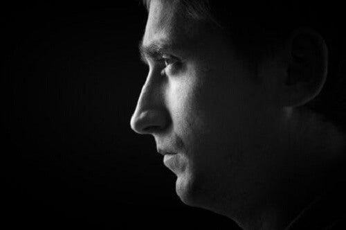 Poziomy okrucieństwa - złowieszcza twarz