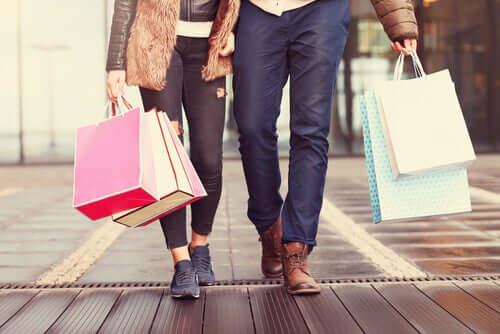 Ludzie na zakupach