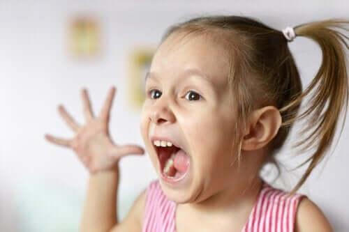 Krzycząca dziewczynka